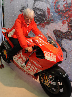 Берни Экклстоун на новом Ducati Desmosedici GP9