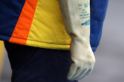 A rubber glove on a Renault F1 mechanic to protect from KERS