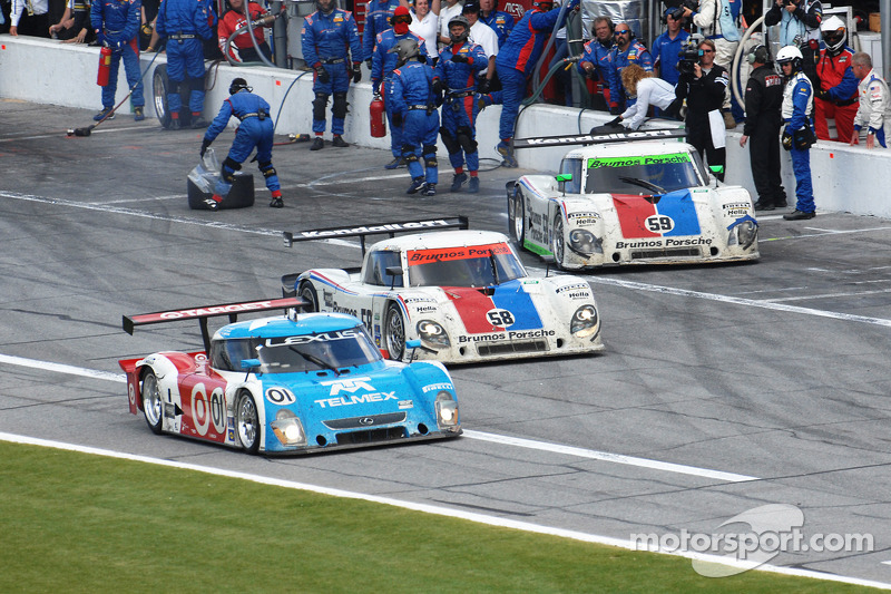 Last pit stops for #59 Brumos Racing Porsche Riley: Joao Barbosa, Terry Borcheller, JC France, Hurley Haywood and #01 Chip Ganassi Racing with Felix Sabates Lexus Riley: Juan Pablo Montoya, Scott Pruett, Memo Rojas and #58 Brumos Racing Porsche Riley: Dav