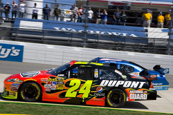 Start: Jeff Gordon, Hendrick Motorsports Chevrolet, Kurt Busch, Penske Racing Dodge lead the field