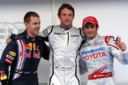 Pole winner Jenson Button, Brawn GP, with third place Sebastian Vettel, Red Bull Racing, second place Jarno Trulli, Toyota F1 Team