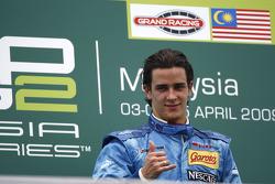 Diego Nunes célèbre sa victoire sur le podium