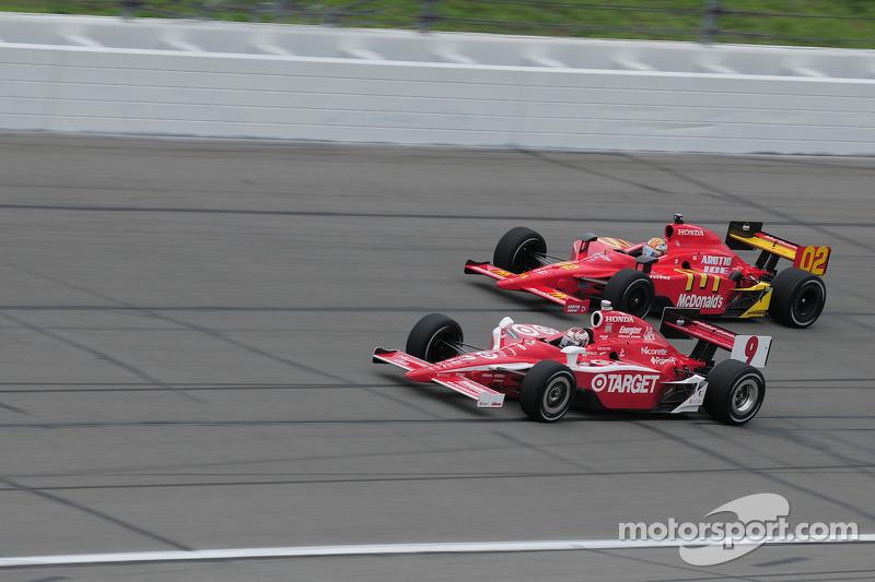 Scott Dixon, Target Chip Ganassi Racing runs with Graham Rahal, Newman/Haas/Lanigan Racing