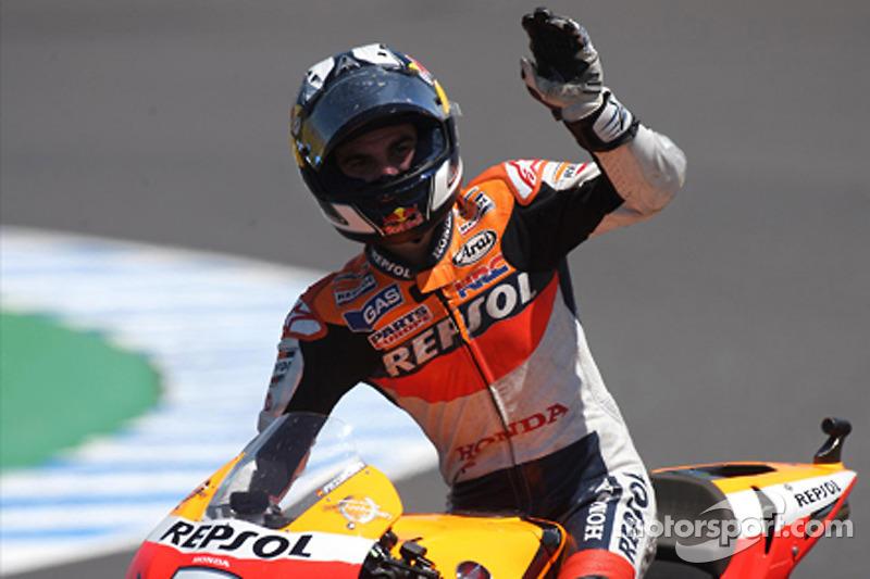 Segundo puesto de Dani Pedrosa, del equipo Repsol Honda celebra
