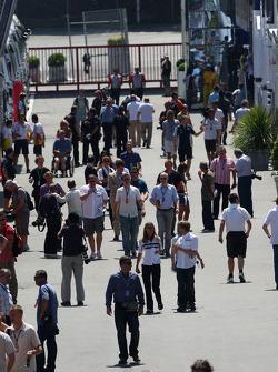 Paddock atmosphere, Nick Heidfeld, BMW Sauber F1 Team
