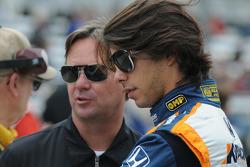 Mario Moraes, KV Racing Technology talking with Jimmy Vasser
