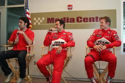 Dario Franchitti, Target Chip Ganassi Racing, Helio Castroneves, Team Penske, Ryan Briscoe, Team Penske