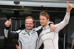 Ganador de la Pole Position Jenson Button, Brawn GP y el  segundo puesto Rubens Barrichello, Brawn GP