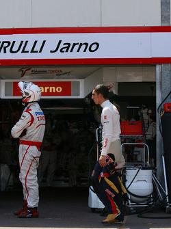 Sebastien Buemi, Scuderia Toro Rosso returning to the pits