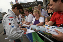 Lucas Luhr signs autographs