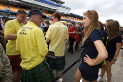 Creation Autosportif girl talks with fans
