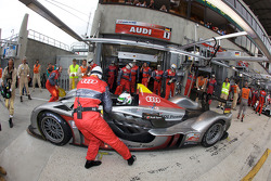 Pit stop for #1 Audi Sport Team Joest Audi R15 TDI: Allan McNish, Rinaldo Capello, Tom Kristensen