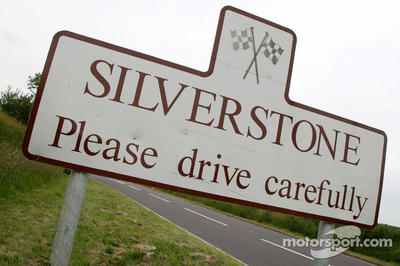 Silverstone village logo