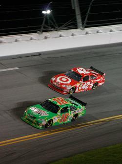 Kyle Busch, Joe Gibbs Racing Toyota, Juan Pablo Montoya, Earnhardt Ganassi Racing Chevrolet