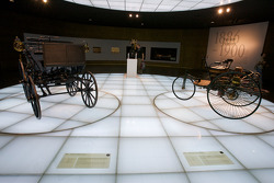 The pionners and the invention of the automobile: 1886 Daimler Motor Carriage and 1886 Benz Patent Motor Car