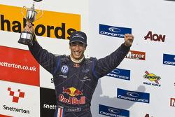 Podium: second place Daniel Ricciardo
