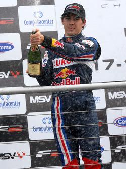 Robert Wickens sprays champagne