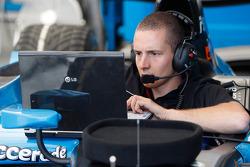 Инжинер команды Ocean Racing Technology за работой