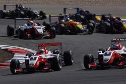 Inicio: Jules Bianchi, ART Grand Prix Dallara F308 Mercedes lider