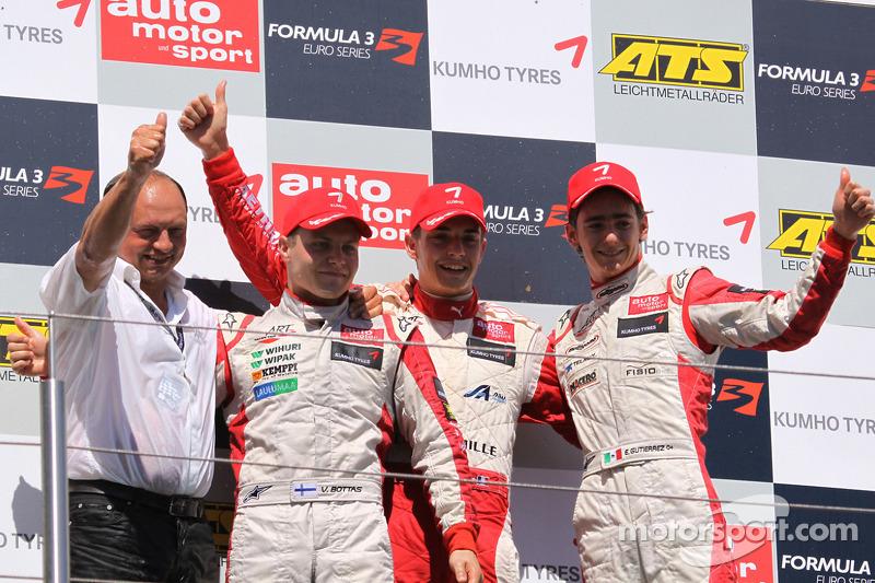 ¿Os suenan los tres pilotos del podio?