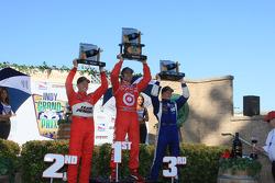Podium: race winner Dario Franchitti, Target Chip Ganassi Racing, second place Ryan Briscoe, Team Penske, third place Mike Conway, Dreyer & Reinbold Racing