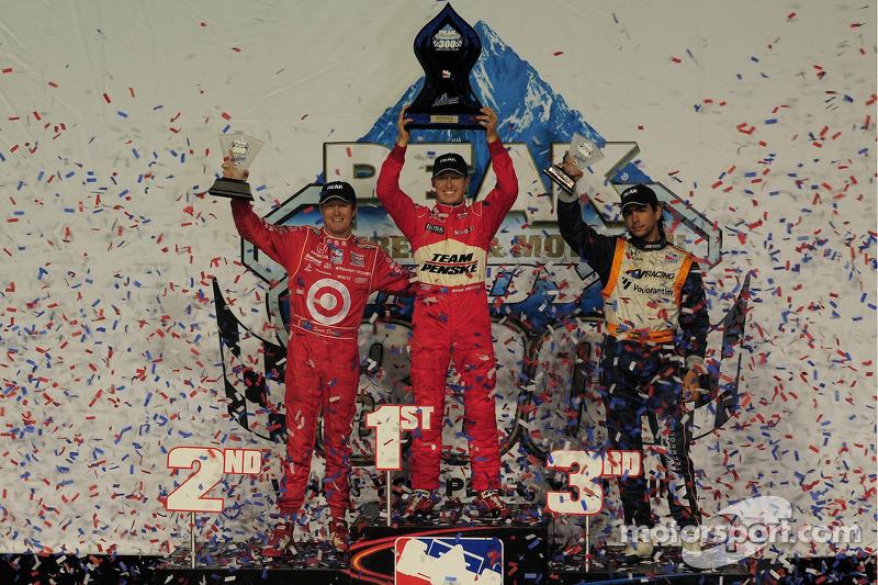 Ryan Briscoe, Team Penske on the podium with Scott Dixon, Target Chip Ganassi Racing and Mario Moreas