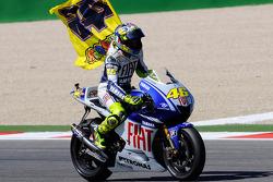 Race winner Valentino Rossi, Fiat Yamaha Team celebrates