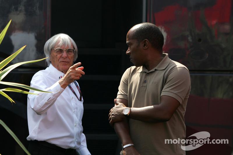 Bernie Ecclestone met Anthony Hamilton, vader van Lewis Hamilton