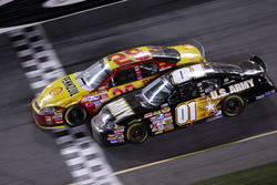 Kevin Harvick take the victory ahead of Mark Martin