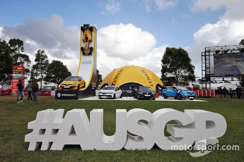 Display da Renault com a hashtag oficial do evento