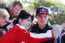 Max Verstappen, Scuderia Toro Rosso met fans