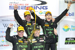 Абсолютні переможці - Йоханнес ван Овербік, Скотт Шарп, Ед Браун, Піпо Дерані, ESM Racing