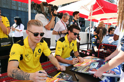 Kevin Magnussen, Renault Sport F1 Team and Jolyon Palmer, Renault Sport F1 Team sign autographs for the fans