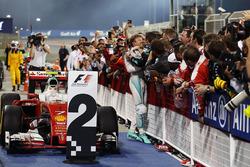 Победитель гонки - Нико Росберг, Mercedes AMG F1 Team празднует в закрытом парке