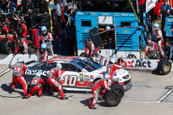 Danica Patrick, Stewart-Haas Racing Chevrolet pit action