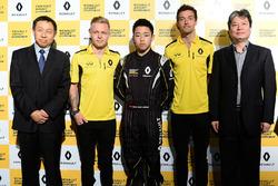 Sun Yue Yang con Jolyon Palmer e Kevin Magnussen, Renault Sport F1 Team