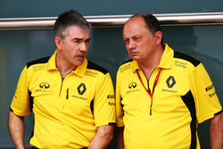 Da sinistra: Nick Chester, Renault Sport F1 Team Chassis Technical Director con Frederic Vasseur, Renault Sport F1 Team Racing Director