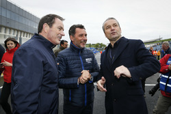 Hongaarse voetbalcoach Bernd Storck met  François Ribeiro, Eurosport Motorsport Director