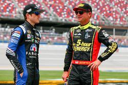 Kasey Kahne, Hendrick Motorsports Chevrolet, und Clint Bowyer, HScott Motorsports Chevrolet