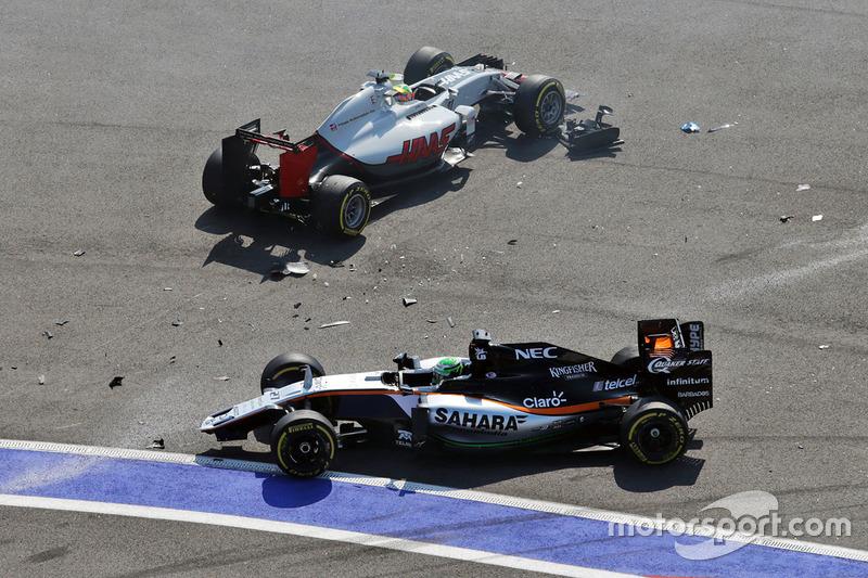Esteban Gutierrez, Haas F1 Team VF-16, e Nico Hulkenberg, Sahara Force India F1 VJM09 batem na curva 2