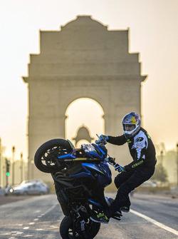 Aras Gibieza bei einer Stunt-Show am India Gate in Neu-Delhi