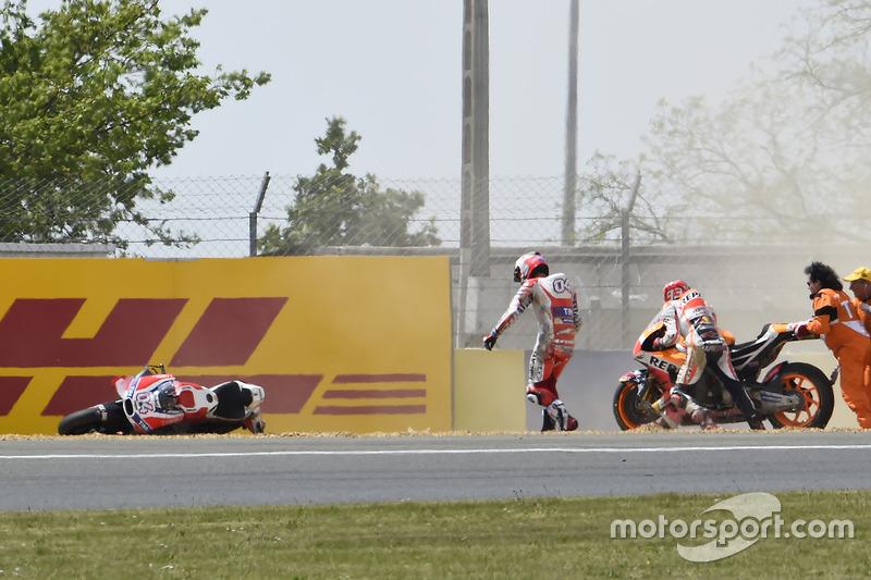 Sturz: Marc Marquez, Repsol Honda Team, und Andrea Dovizioso, Ducati Team