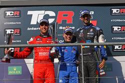 Podium: 2. Pepe Oriola, Team Craft-Bamboo, SEAT León TCR; Sieger Aku Pellinen, West Coast Racing, Honda Civic TCR; 3. Dusan Borkovic, B3 Racing Team Hungary, SEAT León TCR