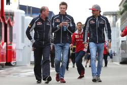 Daniil Kvyat, Scuderia Toro Rosso and Carlos Sainz Jr., Scuderia Toro Rosso