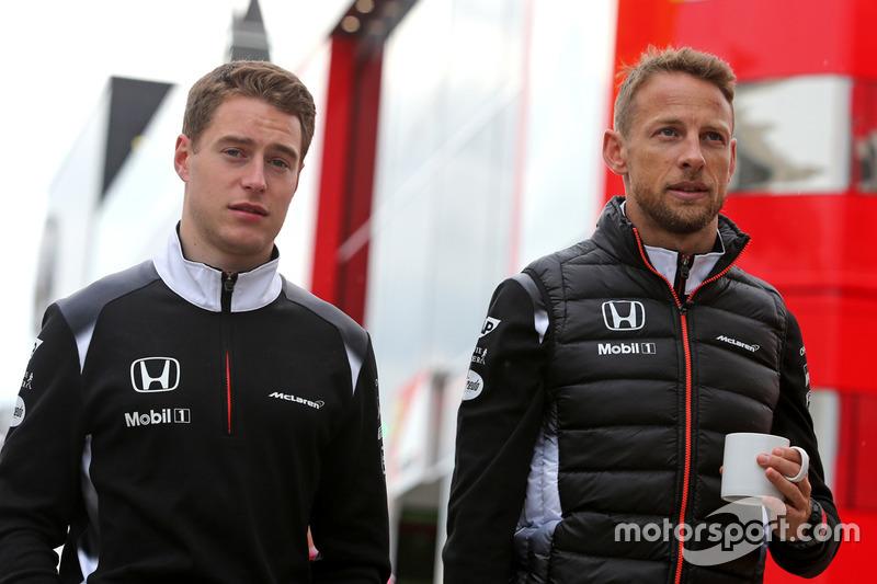 Stoffel Vandoorne, tercer piloto, McLaren F1 Team y Jenson Button, McLaren Honda