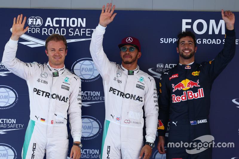 Pole position para Lewis Hamilton, Mercedes AMG F1 W07 , segundo puesto de Nico Rosberg, Mercedes AMG Petronas F1 W07 y tercer lugar de Daniel Ricciardo, Red Bull Racing RB12