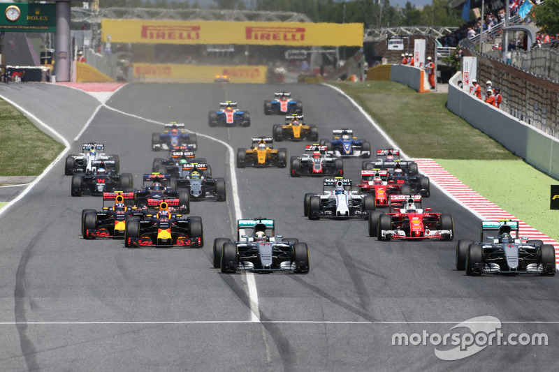 Start of the race, Nico Rosberg, Mercedes AMG F1 Team and Lewis Hamilton, Mercedes AMG F1 Team
