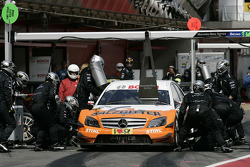 Pit stop for Gary Paffett, Team HWA AMG Mercedes AMG Mercedes C-Klasse