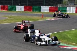Robert Kubica, BMW Sauber F1 Team leads Giancarlo Fisichella, Scuderia Ferrari