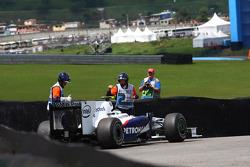 Nick Heidfeld, BMW Sauber F1 Team runds out of fuel